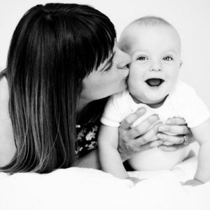 Giggles, smiles and kisses (baby photographer, North West London)